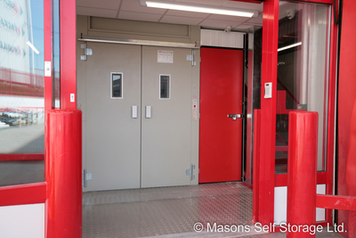 Lödige ESCORTA: Compact Lift for Goods and Persons