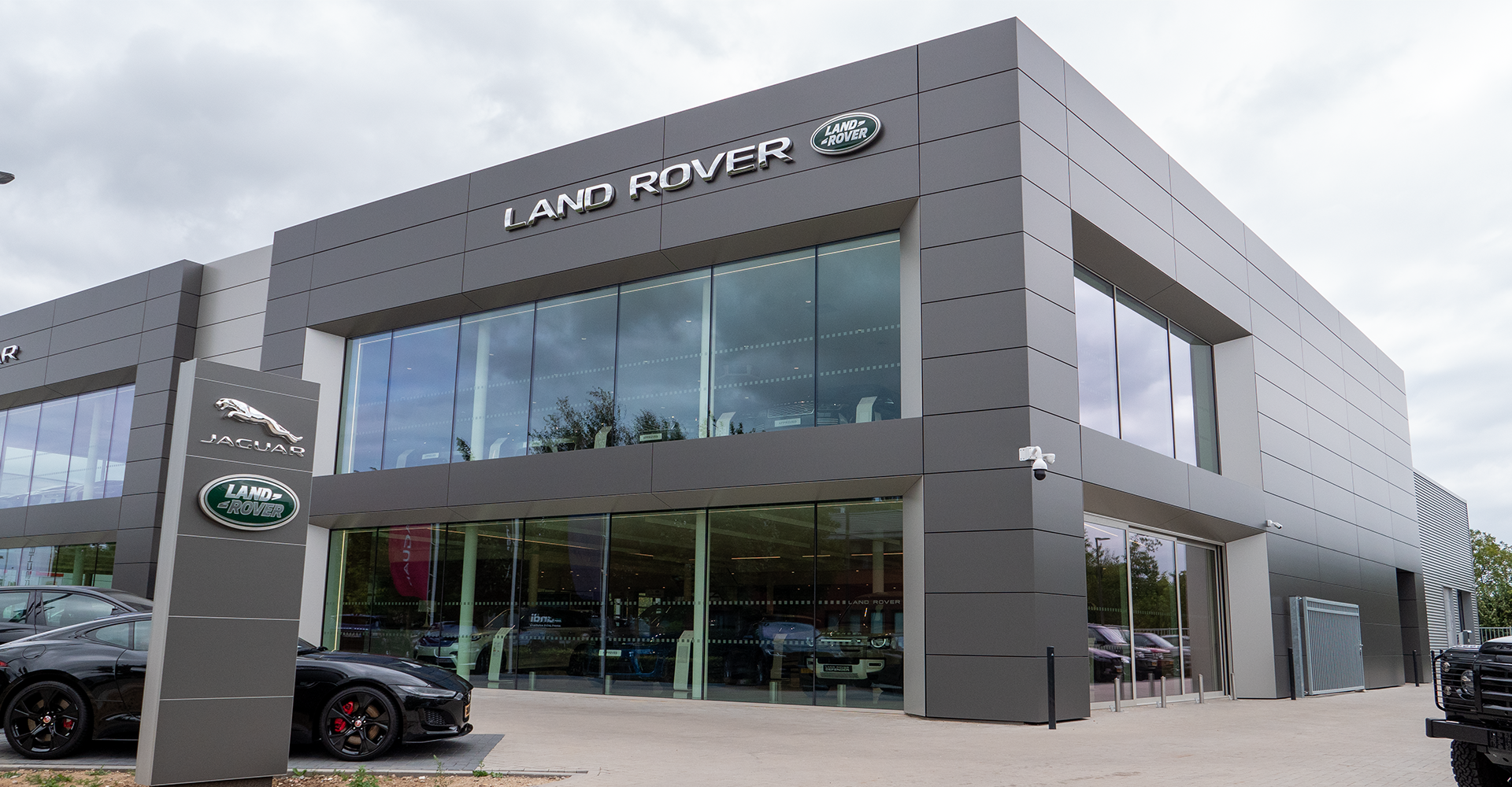 Car lift for a showroom | Jaguar and Landrover